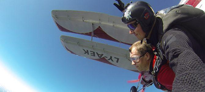 Šuolis su instruktoriumi dviviečiu parašiutu